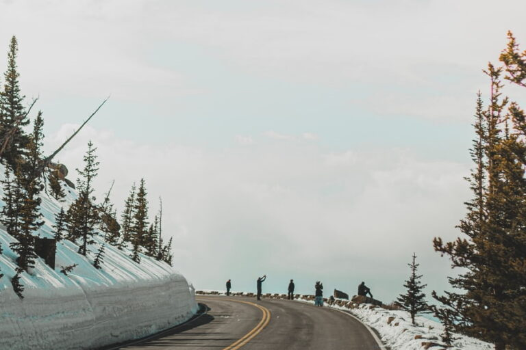07.11.2021 - road with snow mountain 900x600